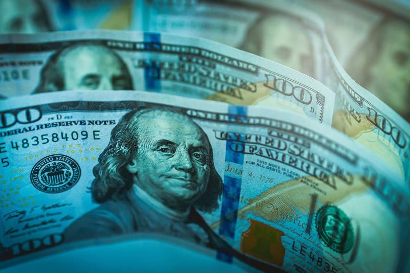 Dlaczego dolar to potęga i w kryzysie uciekamy do USD